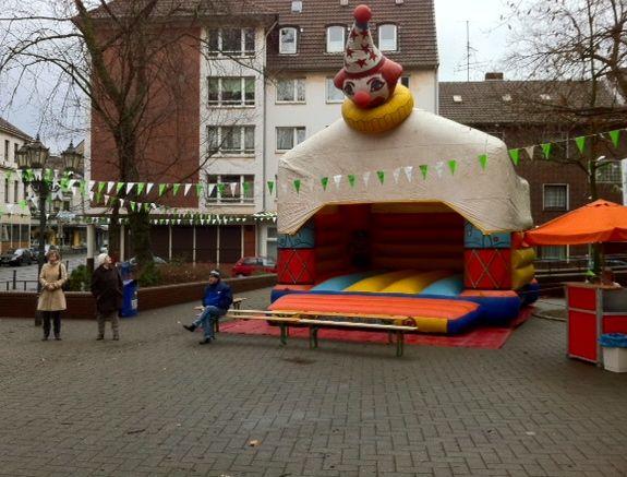 """ACHTUNG: Das ist nicht die """"Schauinsland-Reisen-Arena"""", das ist die Karnevals-Arena zu Duisburg-Ruhrort (VOR 11:11!)"""