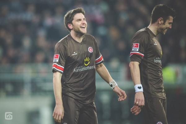 Florian Bruns und Fabian Boll nach dem Heimsieg gegen den SSV Jahn Regensburg (Foto Stefan Groenveld)